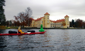 Paddeln vor dem Schloss Rheinsberg